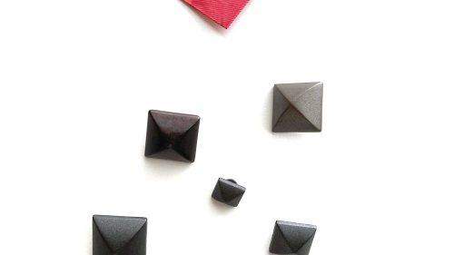 Botón Pirámide Metal